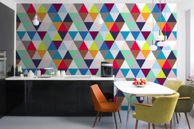 Papier peint brillant avec des motifs géométriques expressifs