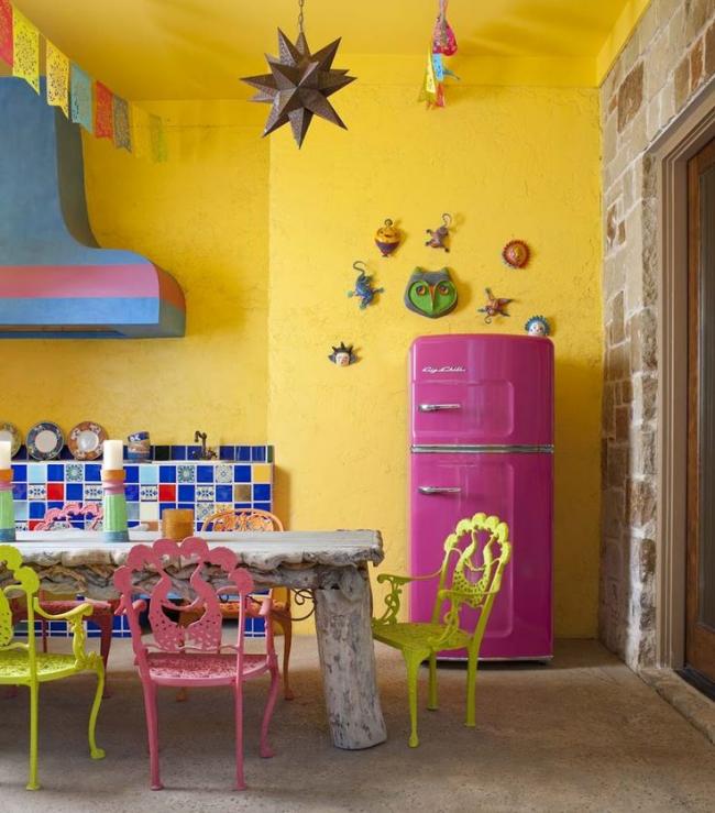 Papier peint en verre brillant dans la cuisine dans un style éclectique