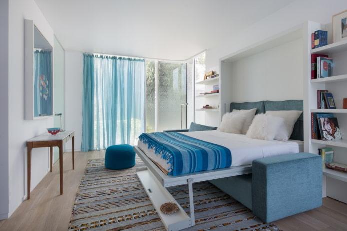 canapé-lit double à l'intérieur