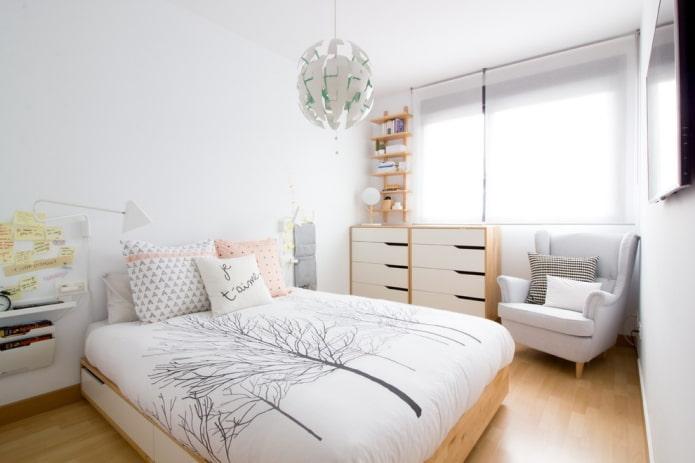 lit double rectangulaire à l'intérieur