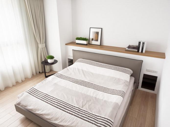 modèle double avec une étagère à la tête de lit à l'intérieur