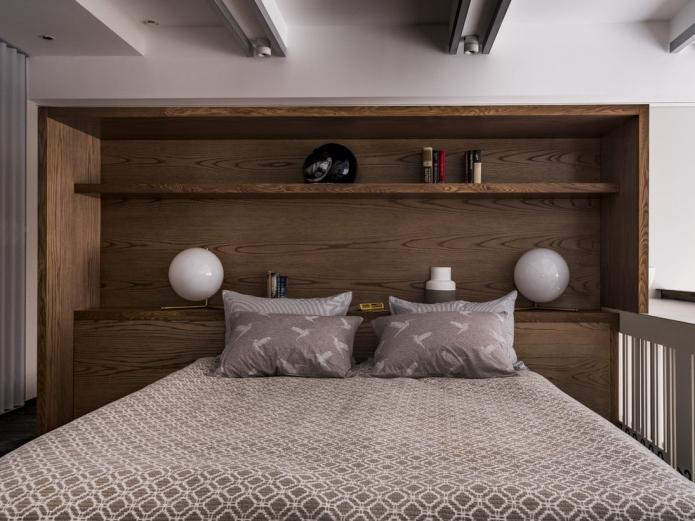 modèle double avec étagères à la tête de lit à l'intérieur