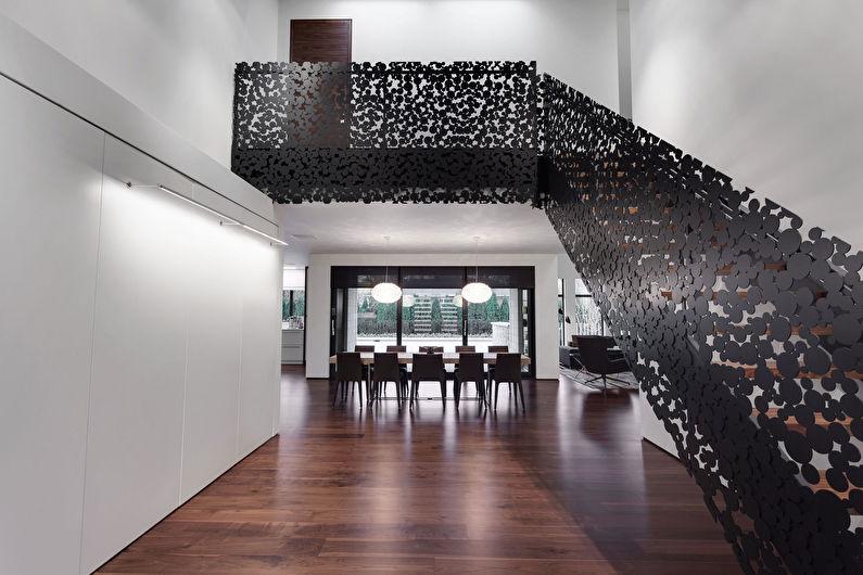 Escalier métallique au deuxième étage