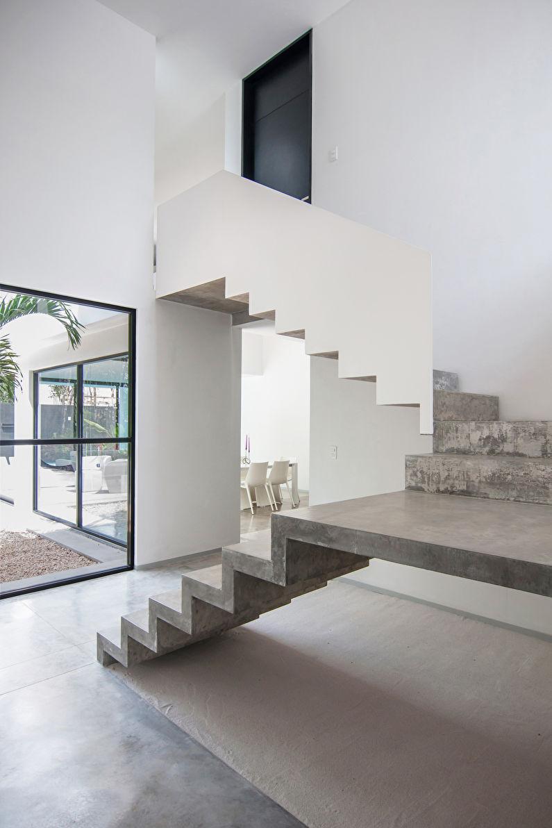 Escalier en béton au deuxième étage