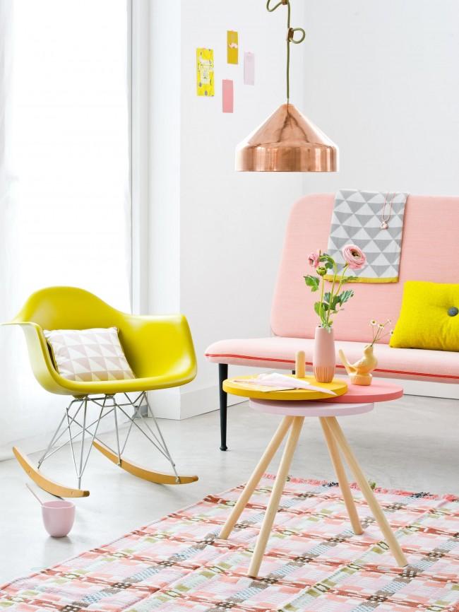 Accents lumineux dans le style du minimalisme scandinave à la mode