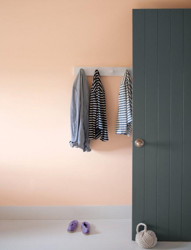 Dans un intérieur moderne, une combinaison de nuances de gris et de rose est très courante.