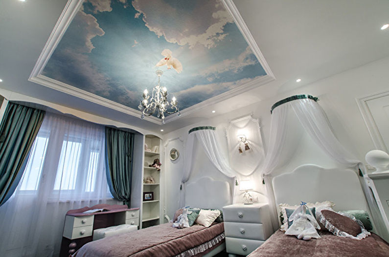 Plafond tendu avec impression photo à l'intérieur de la pépinière