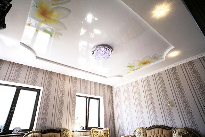 Plafond tendu brillant dans le hall (salon) - Fleurs