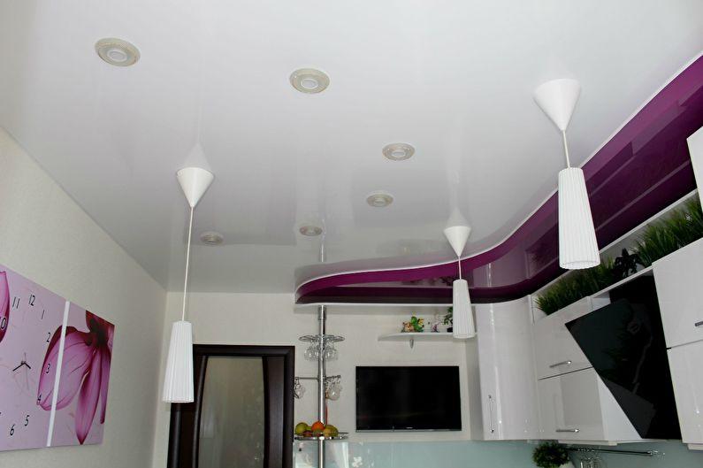 Plafond tendu blanc dans la cuisine - photo