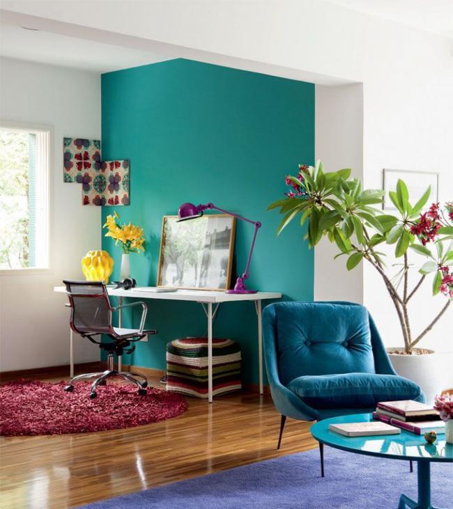 Espace de travail dédié en turquoise fraîche