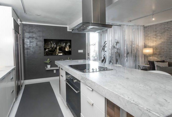 Brique grise à l'intérieur de la cuisine