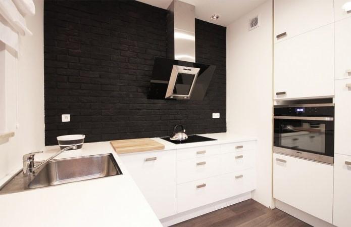 brique noire à l'intérieur de la cuisine
