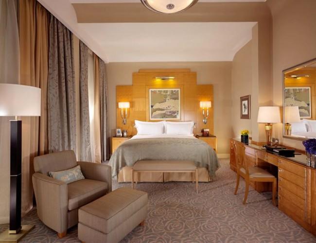 Le luxe laconique d'une chambre aux couleurs pastel enchante au premier regard