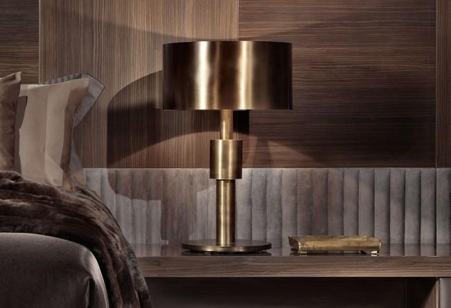 Lampe en bois sombre, velours et bronze - des éléments qui donnent naissance à une symphonie de luxe