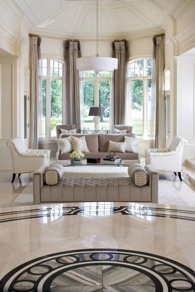 Beaucoup de marbre et de meubles rembourrés coûteux - c'est ainsi qu'un salon art déco est créé
