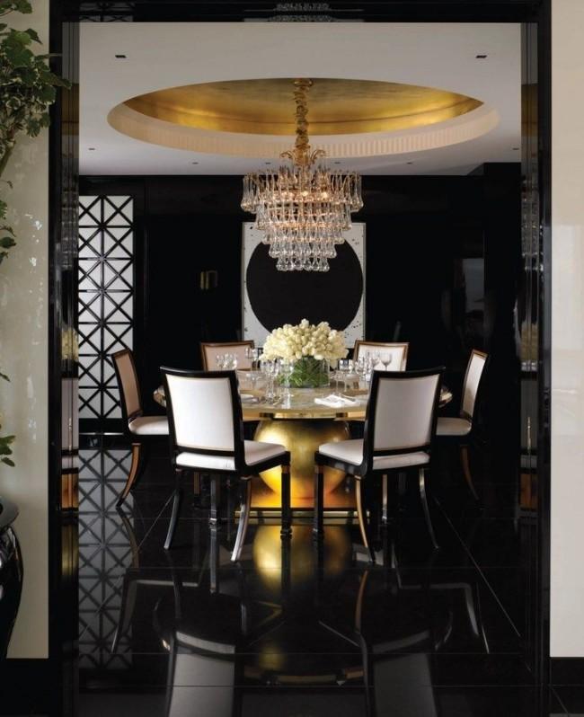 Quoi de plus luxueux qu'une combinaison noir-blanc-or?