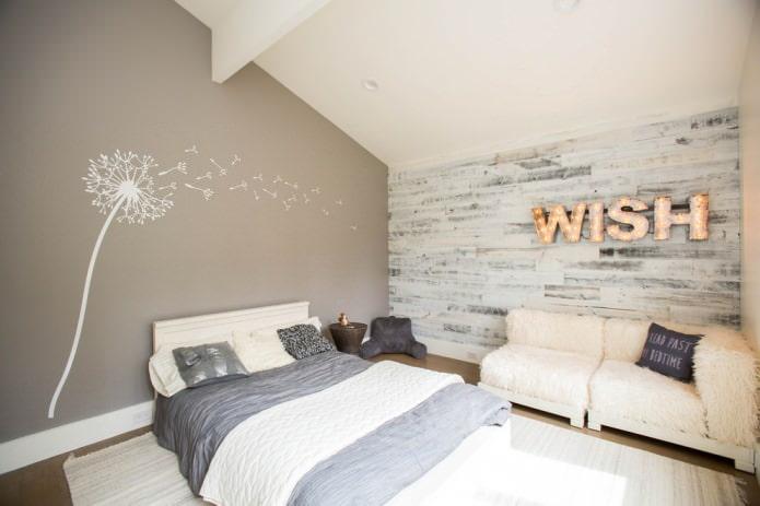 stratifié gris et blanc sur le mur