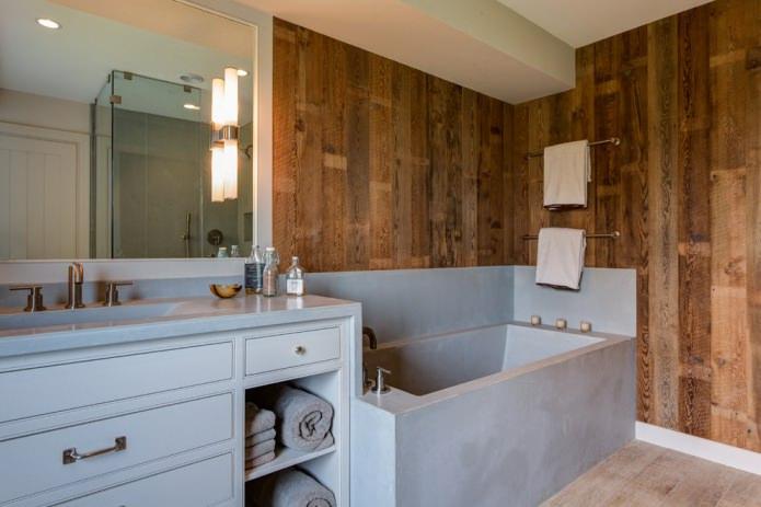 stratifié dans la salle de bain sur le mur