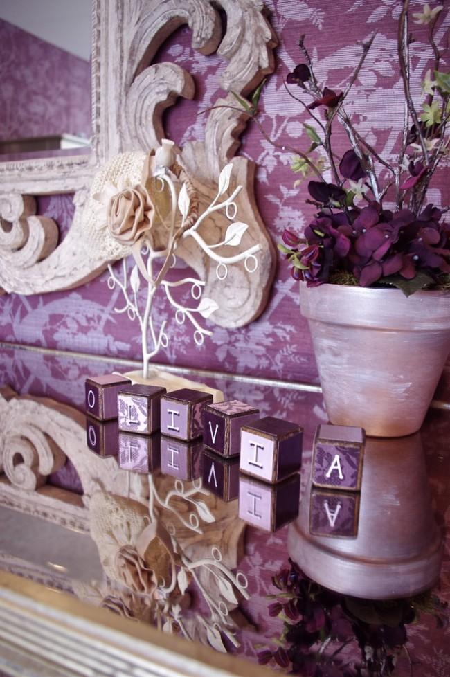 Beauté classique sobre du décor et ambiance fabuleuse des tons violets