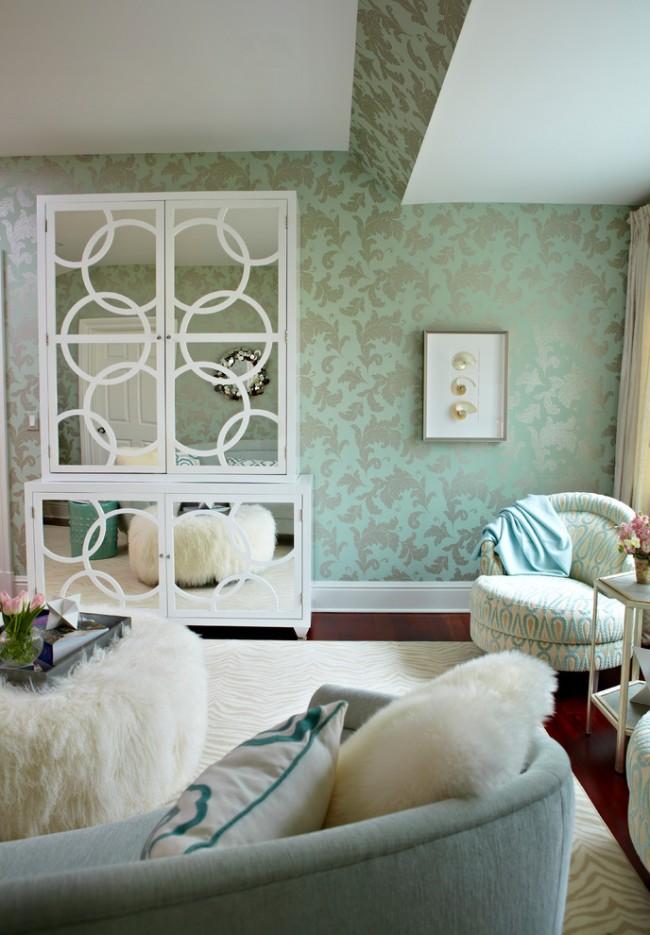 Papier peint intissé de délicates nuances de pistache dans la chambre d'une adolescente