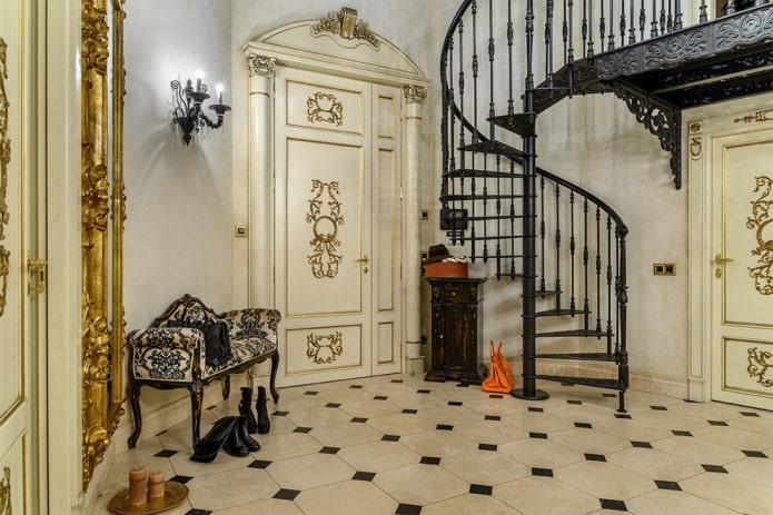 escalier en colimaçon à l'intérieur d'une maison privée