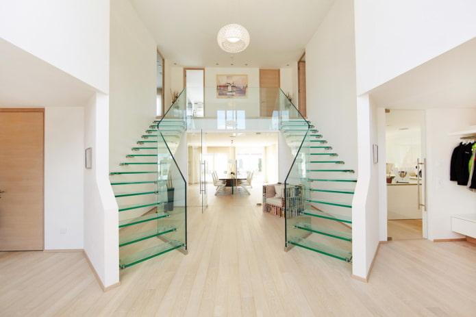 escalier en verre à l'intérieur d'une maison privée