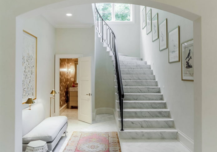 finir les escaliers à l'intérieur d'une maison privée