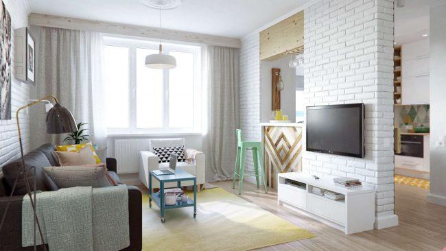Intérieur élégant et lumineux d'un appartement d'une pièce avec imitation d'un mur de briques