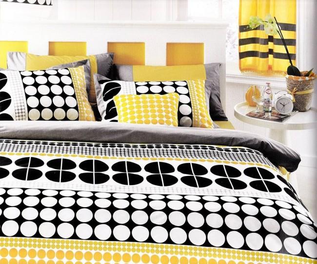 La combinaison jaune et noire semble très audacieuse