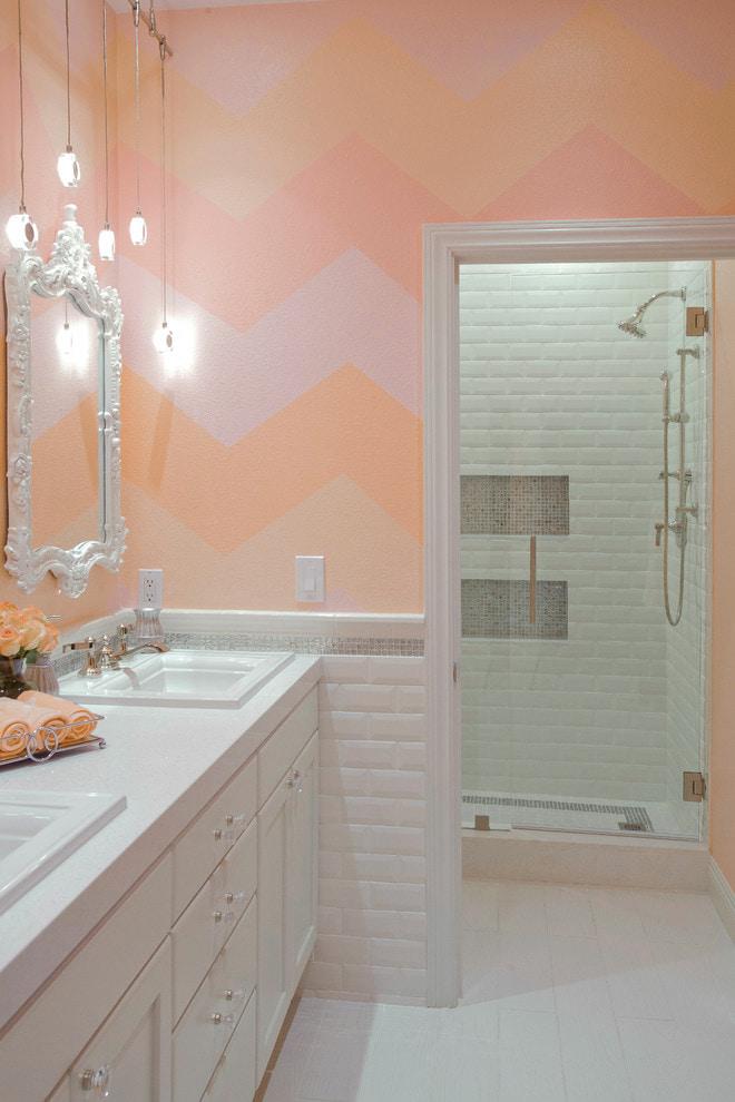Salle de bain rose pêche