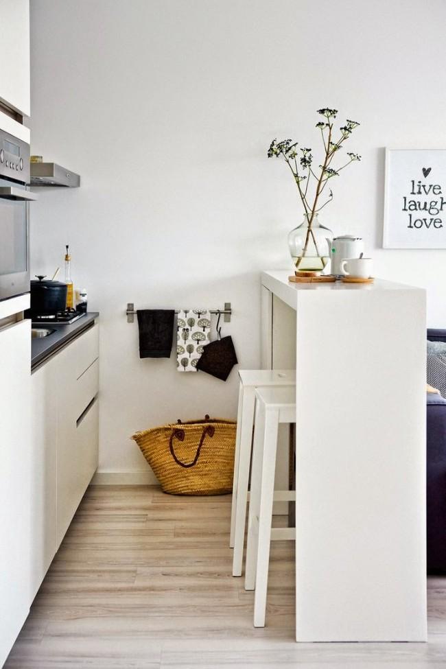 Le comptoir du bar servira d'excellente bordure du coin cuisine