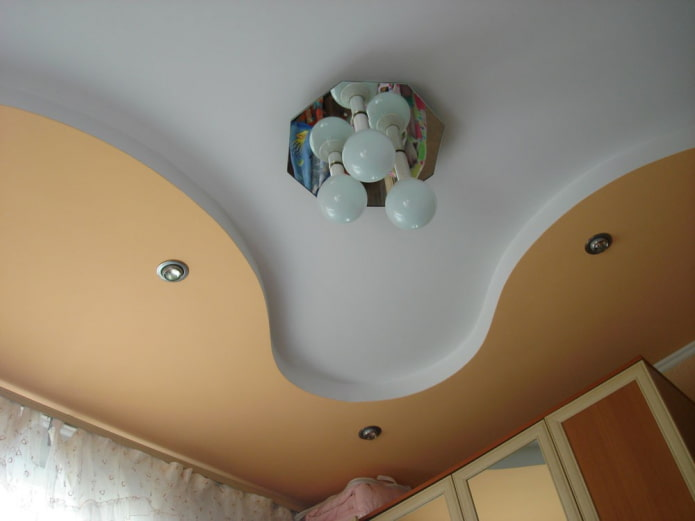construction en plaques de plâtre avec une combinaison de deux couleurs