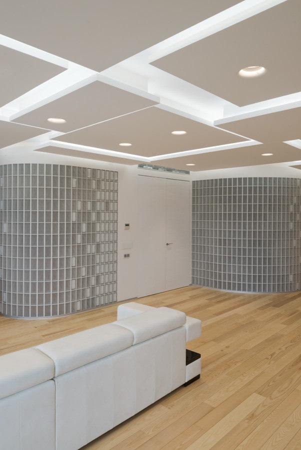 construction de plaques de plâtre sous forme de rectangles et de carrés