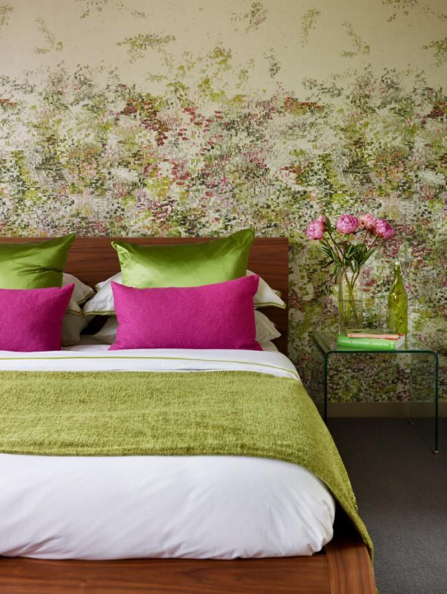 Un excellent exemple du choix du papier peint, qui liait harmonieusement les couleurs des objets de décoration et des textiles
