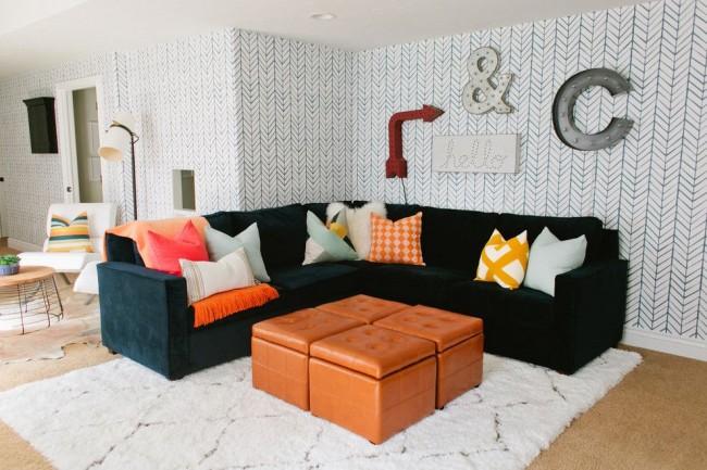 Papier peint en papier de couleur claire dans le salon