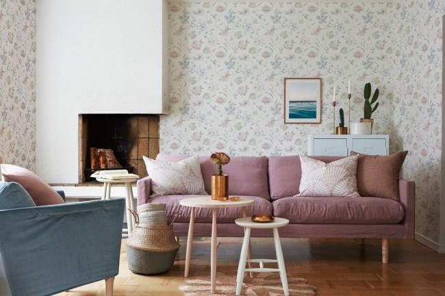 Papier peint léger avec un motif dans le salon de style scandinave