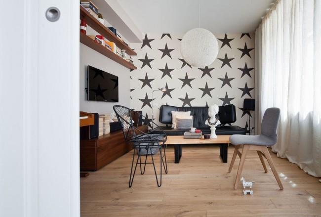 Papier peint à motif dans un intérieur scandinave