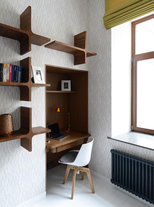 niche avec un espace de travail à l'intérieur
