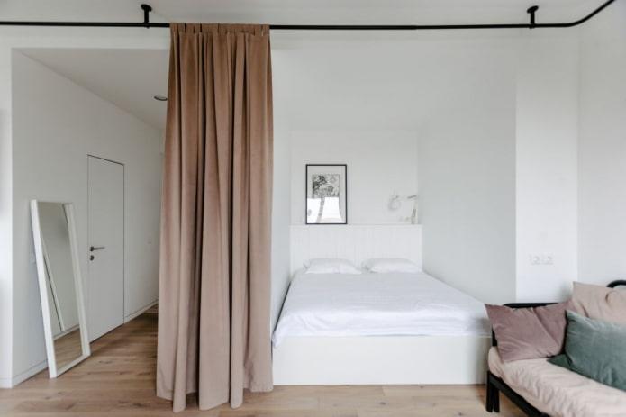 niche séparée par un rideau à l'intérieur