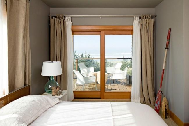 Les rideaux en lin semblent naturels et sont souvent utilisés pour les chambres à coucher