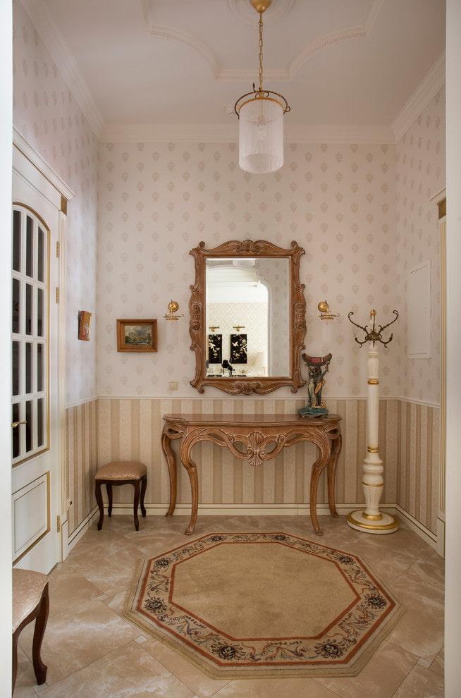 meubler le couloir dans le style classique