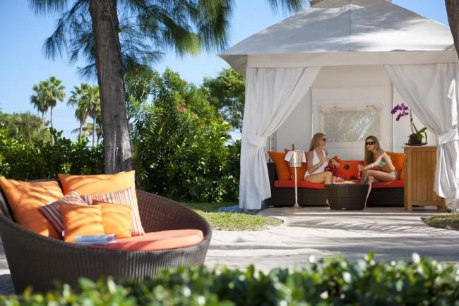 Les gazebos de plage sont les mieux adaptés pour une installation près de la piscine dans votre région.  Ils peuvent être transportés d'un endroit à l'autre et retirés en cas de besoin.