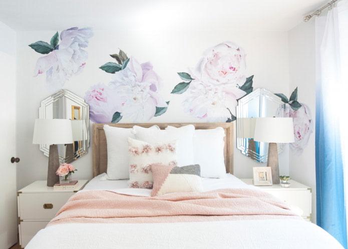 Fleurs dans une palette légère sur les murs