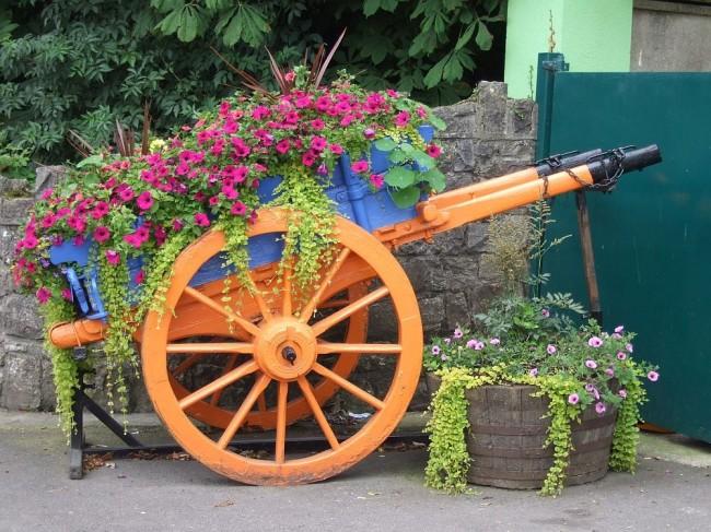 Parterre de fleurs luxueux dans un chariot