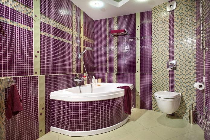 baignoire d'angle finie avec des mosaïques