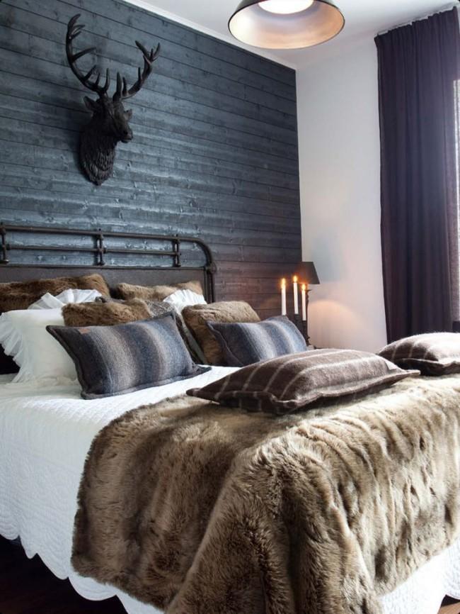 Les matériaux naturels dans les tons bruns apportent une chaleur naturelle à la chambre