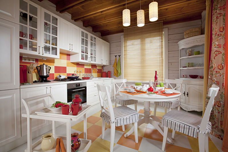 Conception d'une petite cuisine de style provençal