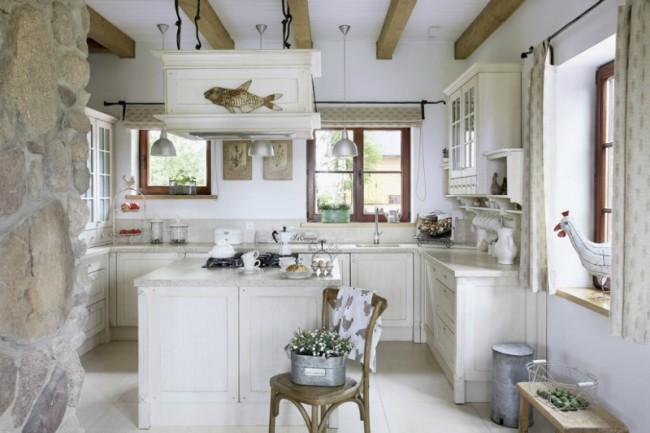 L'atmosphère de la vie à la campagne mesurée dans le style de la cuisine design: simplicité et