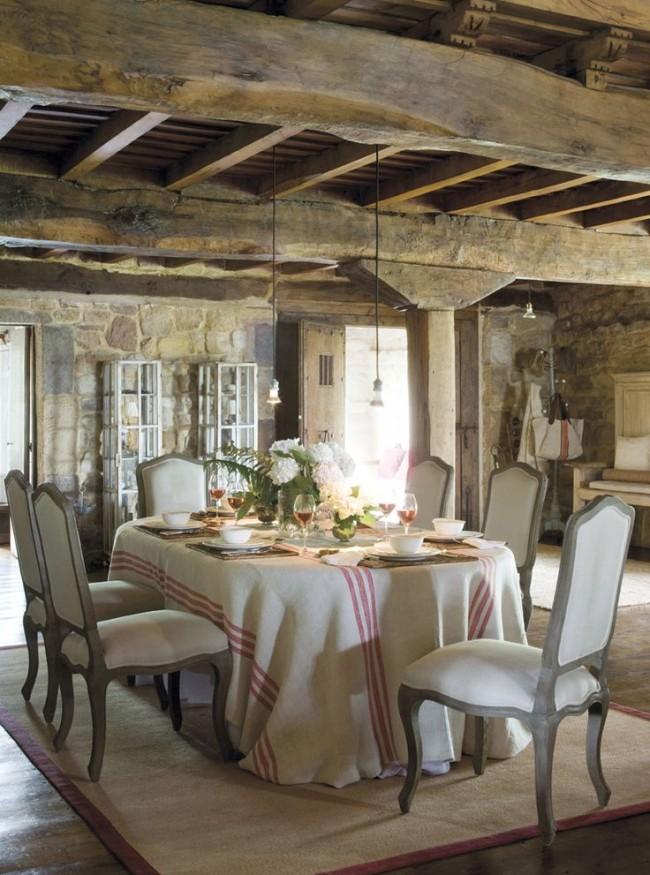 Nappe en lin à rayures - une des caractéristiques du style provençal