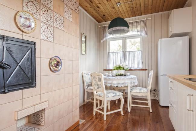 Le style d'un appartement français du début au milieu du XXe siècle: finition et décoration avec des matériaux naturels, du parquet au textile